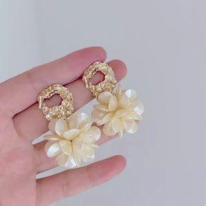 Flower Petal Gold Elegant stud Earrings